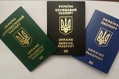 Глава МИД Украины показал новые биометрические паспорта