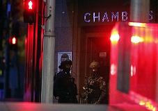 Полиция штурмовала захваченное в Сиднее кафе