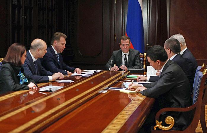 Правительство наметило меры по стабилизации курса рубля