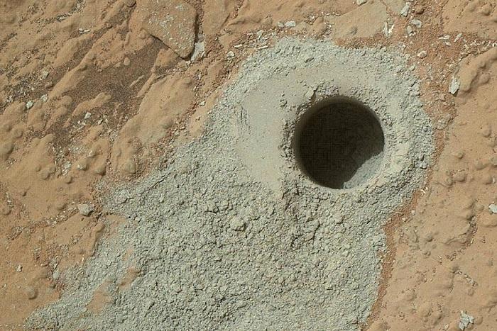 """""""Кьюриосити"""" обнаружил на Марсе органические соединения"""
