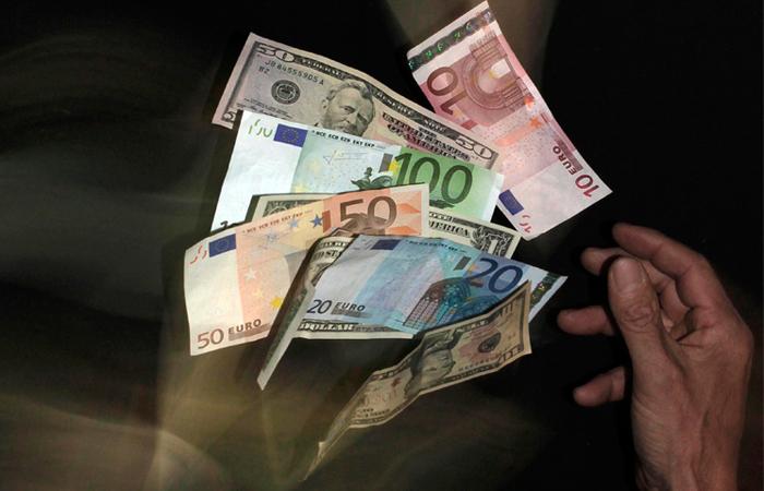 Минфин России приступил к продаже своих валютных остатков