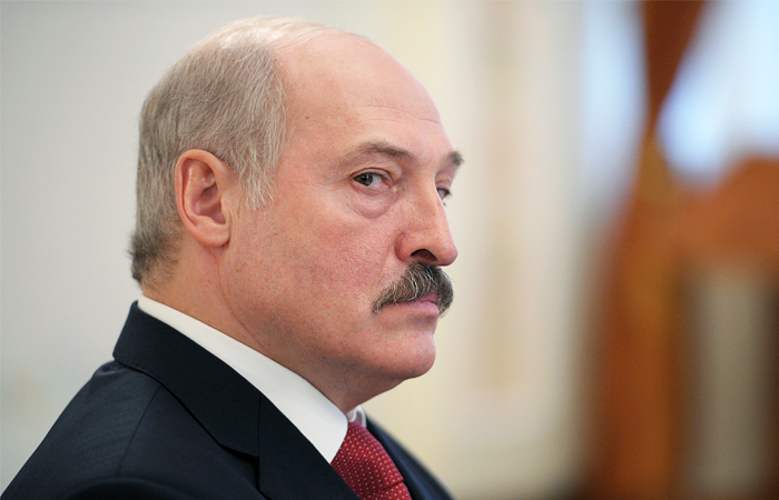 Лукашенко потребовал перевести расчеты с РФ в доллары и евро