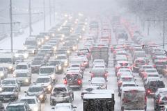 Сильнейший снегопад парализовал Москву