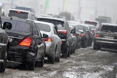 МЧС предупредило москвичей о многокилометровых пробках
