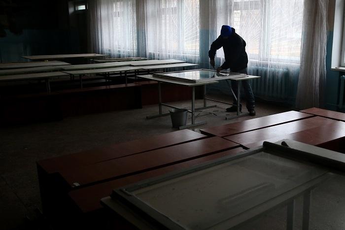 Ливанов рассказал о задаче предоставить образование учащимся на востоке Украины