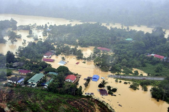 В Малайзии из-за наводнения эвакуировали более 130 тысяч человек