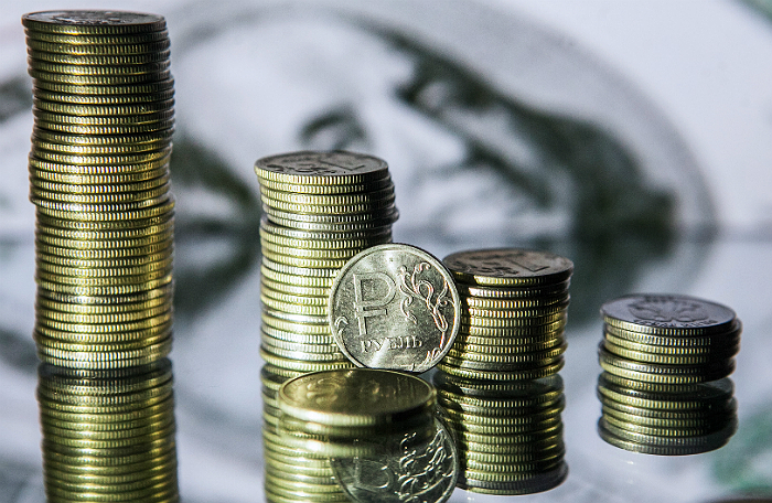 Улюкаев посоветовал россиянам не переводить зарплату в доллары