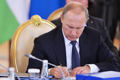 Путин подписал закон о повышении страхового возмещения по вкладам до 1,4 млн рублей