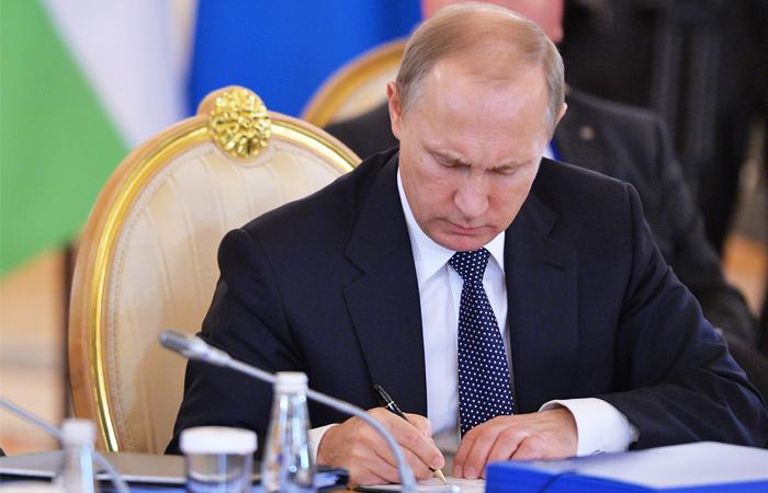 Владимир Путин подписал закон о налоге для самозанятых