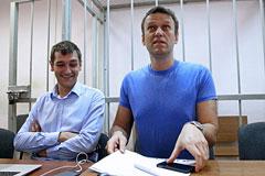 У суда перед оглашением приговора Навальным усилили меры безопасности