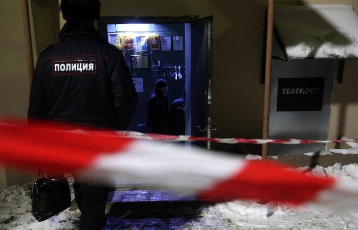 """Полиция опечатала здание """"Театра.doc"""" по завершении обыска"""