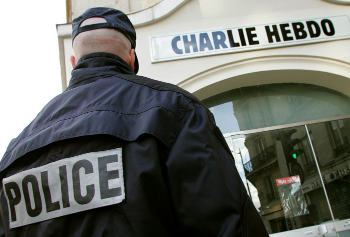 Неизвестные устроили стрельбу в редакции журнала Charlie Hebdo в Париже
