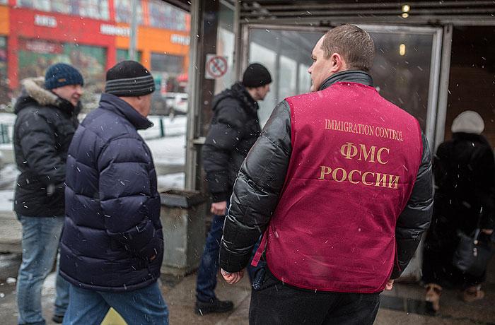 Сотням тысяч мигрантов на годы грозит запрет на въезд в Россию