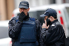 МВД Франции назвало имена подозреваемых в убийстве полицейского в Монруже