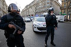В магазине на окраине Парижа освободили 15 заложников