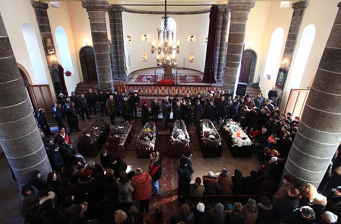 Путин пообещал Саргсяну наказать виновных в трагедии в Гюмри