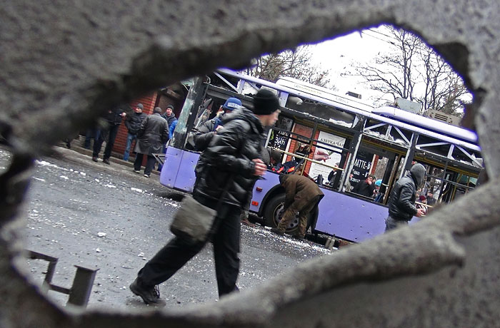 В Донецке в результате взрыва у остановки погибли 13 человек