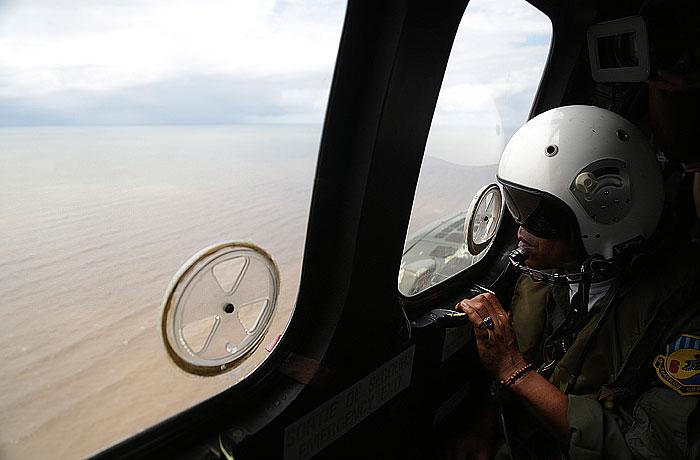 Началась операция по подъему фюзеляжа разбившегося самолета AirAsia