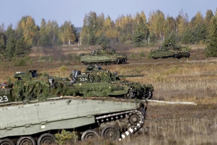 """Нуланд предложила развернуть командные пункты в странах НАТО """"на линии фронта"""""""