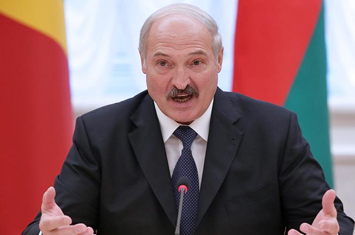 Лукашенко обвинил белорусов в девальвации национальной валюты