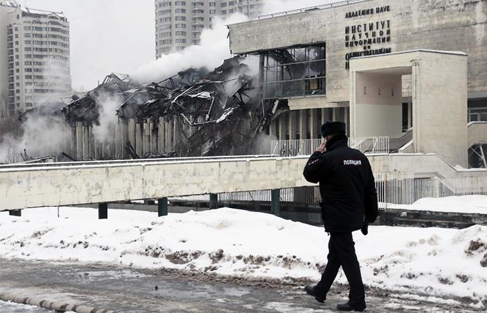 Из сгоревшего здания ИНИОН за ночь откачали 5 тысяч кубометров воды