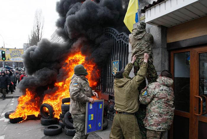 """Бойцы батальона """"Айдар"""" попытались прорваться в здание Минобороны Украины"""