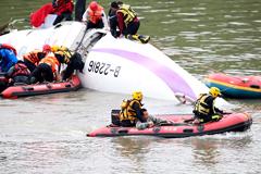 Число погибших при крушении самолета на Тайване превысило 20 человек