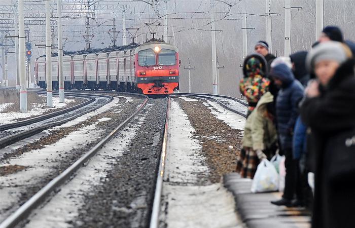 Дворкович назвал сроки восстановления пригородного сообщения