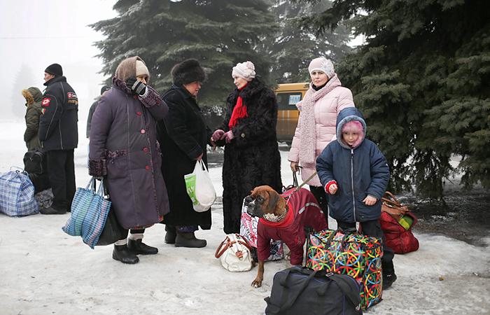 Жителей Дебальцево начали эвакуировать по гуманитарному коридору