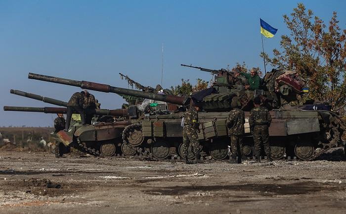 Порошенко приказал украинским военным прекратить огонь