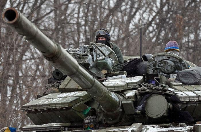 В ДНР согласились отводить тяжелые вооружения лишь синхронно с Киевом