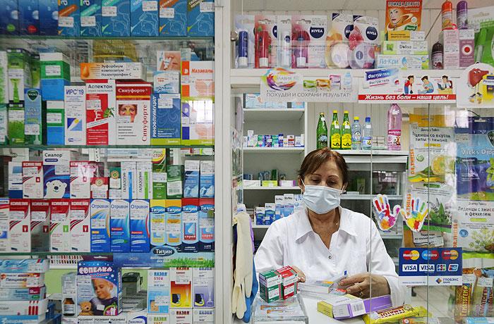 Путин поручил правительству ежемесячно отчитываться о ценах на лекарства