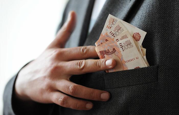 """В """"Единой России"""" выступили за сокращение зарплат топ-менеджеров"""