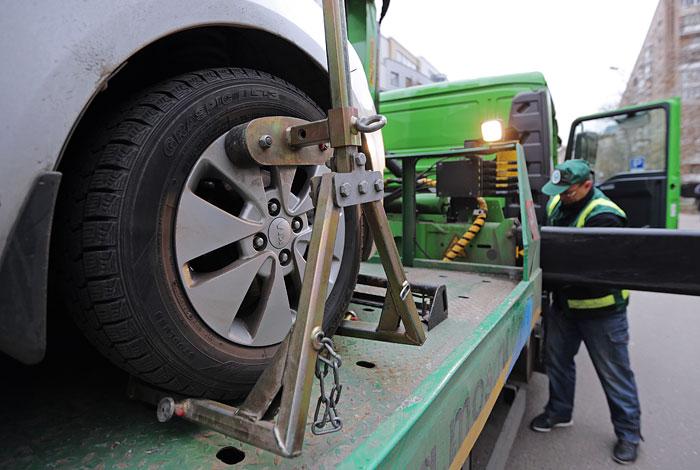 Генпрокуратура нашла нарушения в работе инспекторов платных парковок и эвакуаторов