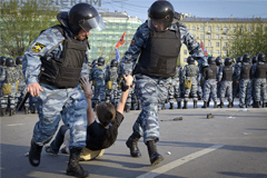"""Нового фигуранта """"болотного дела"""" заподозрили в избиении полицейских зонтом"""