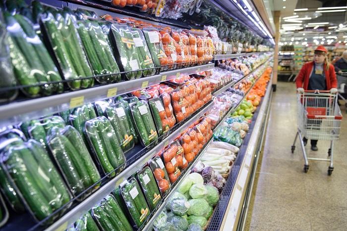 Песков предложил разрешить поставки продовольственного сырья из Европы