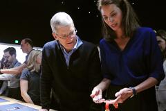 """Apple рассказала подробности о своих """"умных часах"""""""