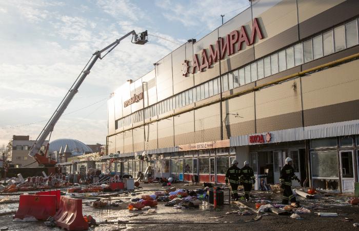 Тело пятого погибшего обнаружено на месте пожара в ТЦ в Казани