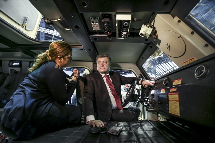 Порошенко рассказал о контрактах на поставку летального вооружения из ЕС