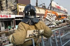В воскресенье спасатели продолжили разбирать завалы в казанском ТЦ