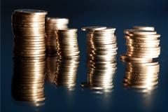 Зарплата населения в феврале упала почти на 10%