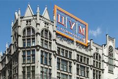 Москва выставила на продажу треть площадей ЦУМа