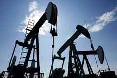 Цены на нефть завершили апрель рекордным ростом с 2009 года