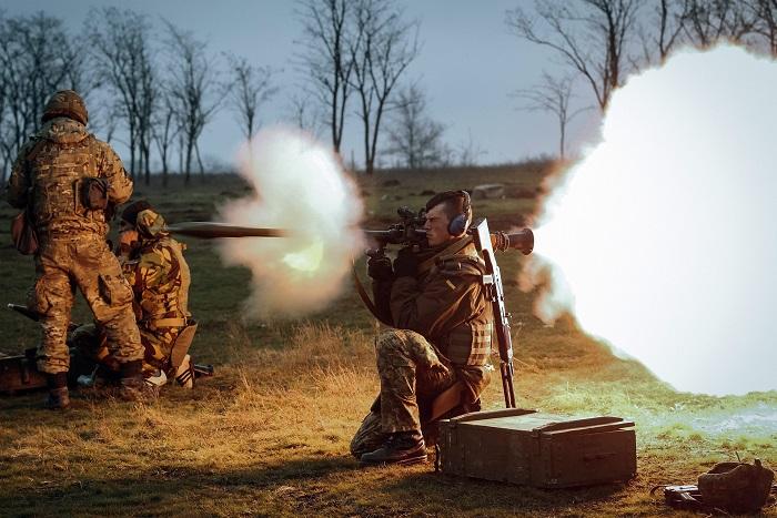 Киев насчитал почти 100 обстрелов позиций украинских военных за сутки