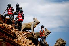 Двух пропавших в Непале российских дипломатов нашли мертвыми