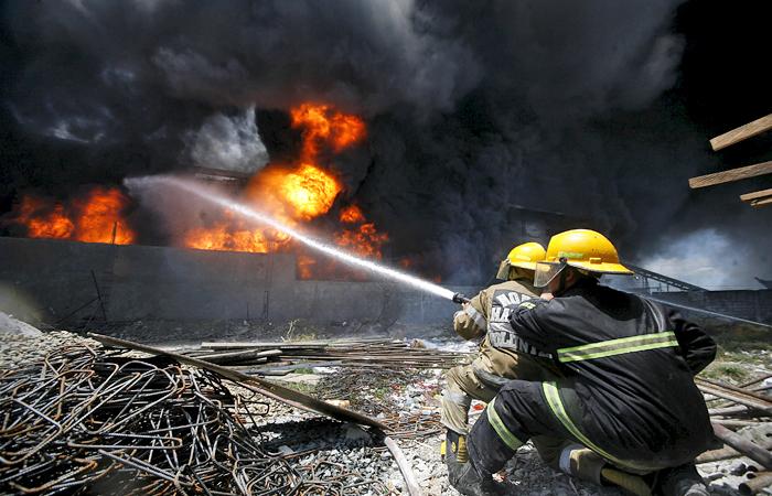 Более 70 человек погибли при пожаре на обувной фабрике на Филиппинах