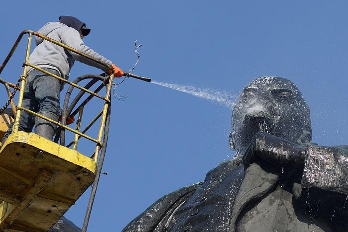 Порошенко подписал законы об осуждении коммунистического и нацистского режимов