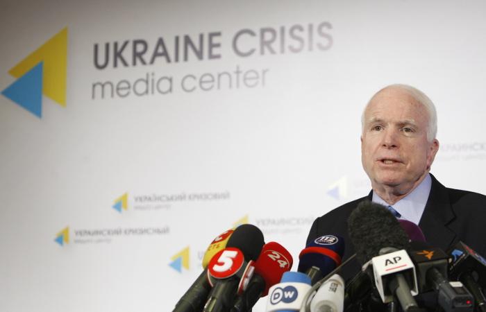 Сенатор Маккейн отказался быть советником на Украине