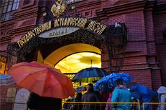 """Власти Москвы из-за плохой погоды повторят """"Ночь в музее"""" и """"День парков"""""""