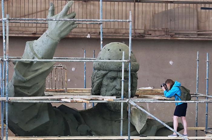 Преподаватели и студенты МГУ попросили Путина помешать установке памятника на Воробьевых горах